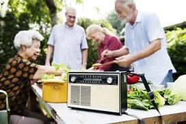 senioren-bij-de-radio