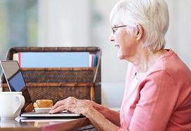 dame achter de laptop