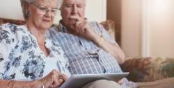 echtpaar met tablet